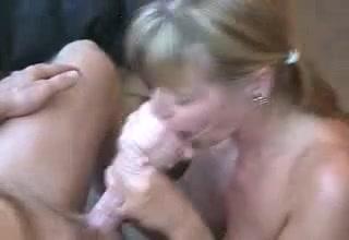 Het plezier van een enorme lul slikken